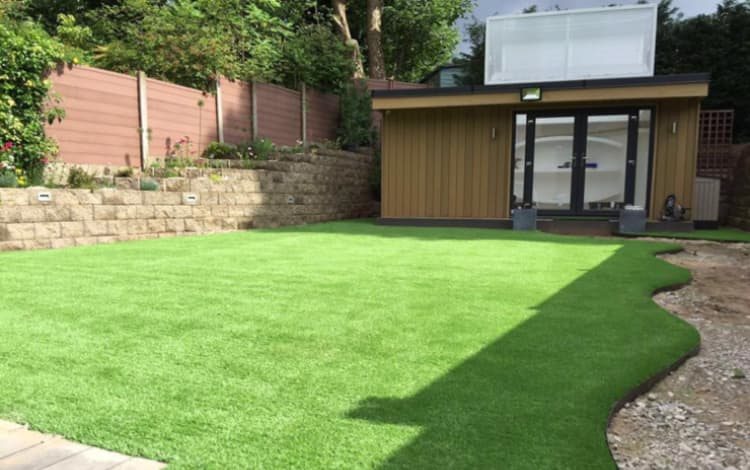10 Benefits of Fake Grass