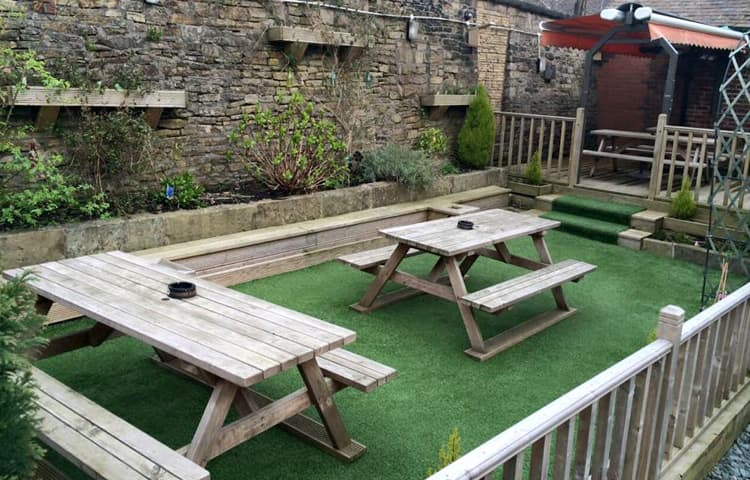 Artificial Grass at The Swan in Lees